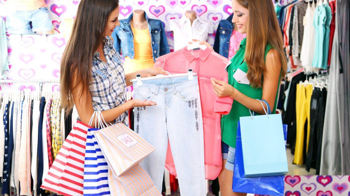 Zakaj kupujemo oblačila, ko pa jih imamo dovolj?